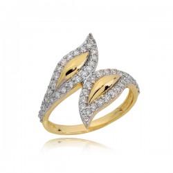 Złoty pierścionek ze wzorem o kształcie listków