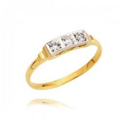 Złoty pierścionek z trzema kamieniami osadzonymi na białym złocie