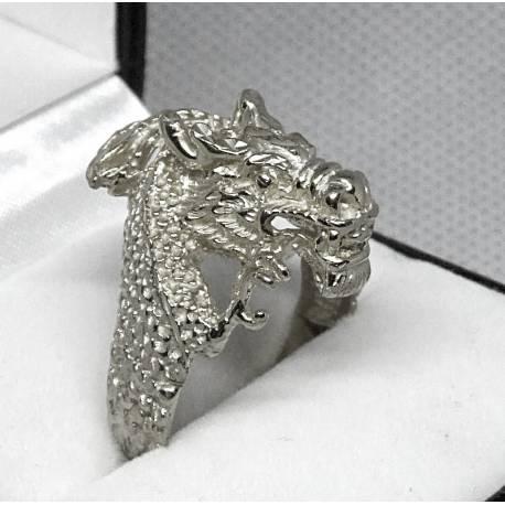 Srebrny sygnet w kształcie smoka