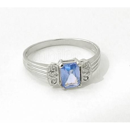 Pierścionek z pięknym jasnoniebieskim kamyczkiem.