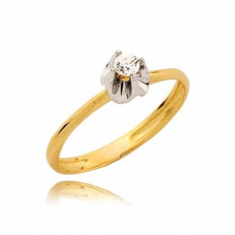 Złoty pierścionek z delikatnym kwietuszkiem
