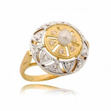 Pięknie zdobiony pierścionek z perłą
