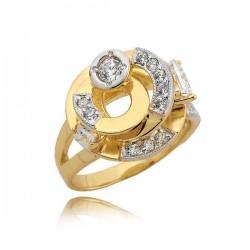 Elegancko ozdobiony pierścionek
